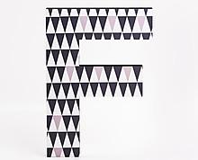 lettera in legno F trama triangoli grigi