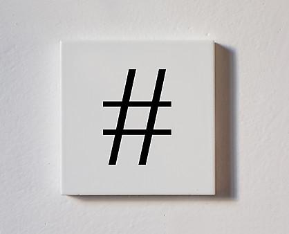 hashtag - tessera decorativa in legno