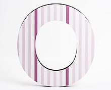 lettera in legno O trama righe verticali rosa