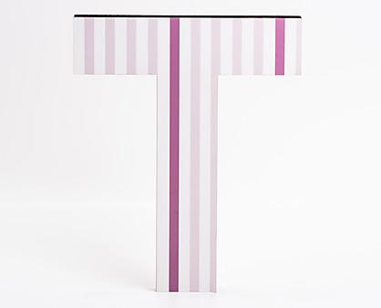 lettera in legno T trama righe verticali rosa