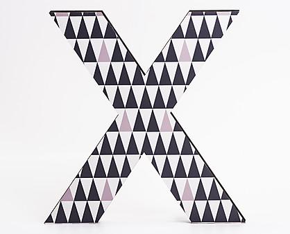 lettera in legno X tama a triangoli neri